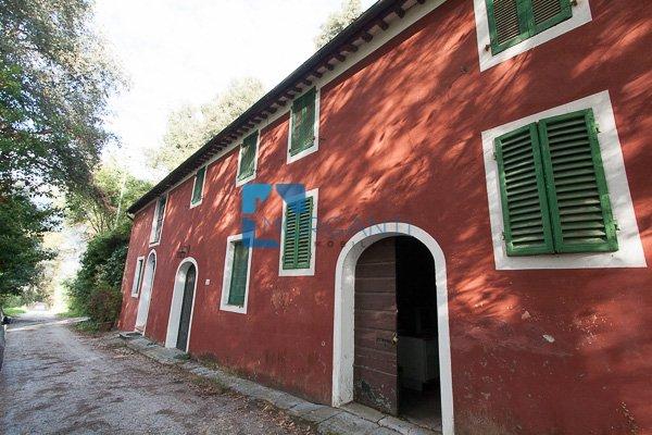 Rustico / Casale in vendita a Camaiore, 6 locali, prezzo € 450.000 | CambioCasa.it