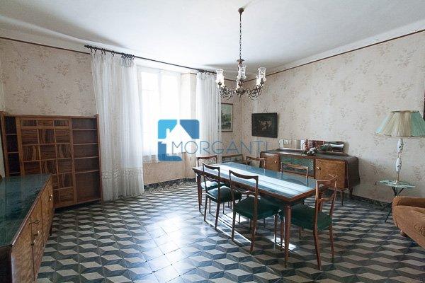 Palazzo / Stabile in vendita a Pietrasanta, 13 locali, prezzo € 450.000   CambioCasa.it