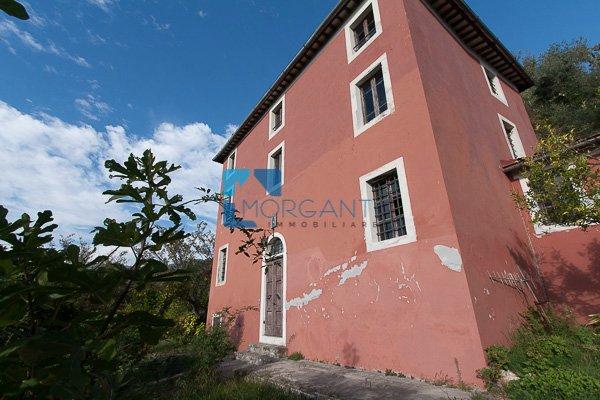 Rustico / Casale in vendita a Camaiore, 10 locali, prezzo € 550.000 | CambioCasa.it
