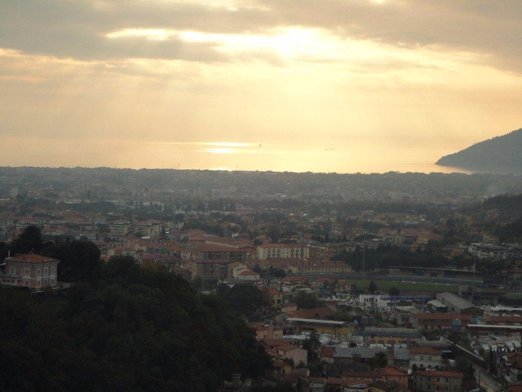 Villa in vendita a Carrara, 5 locali, prezzo € 170.000 | CambioCasa.it