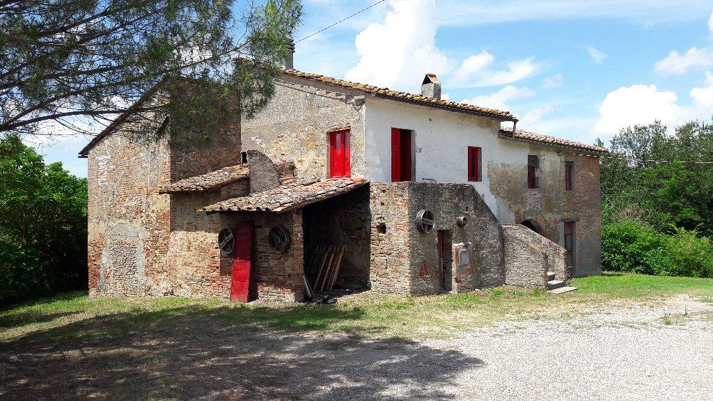 Rustico / Casale in vendita a Capannoli, 10 locali, prezzo € 600.000   CambioCasa.it