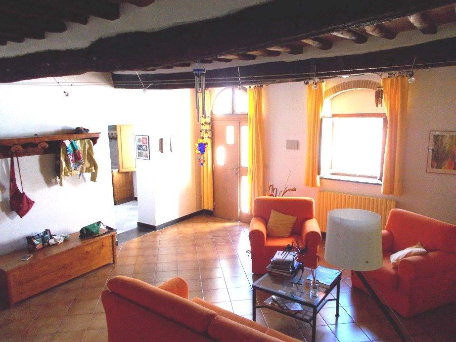 Rustico / Casale in vendita a San Giuliano Terme, 7 locali, prezzo € 300.000 | CambioCasa.it