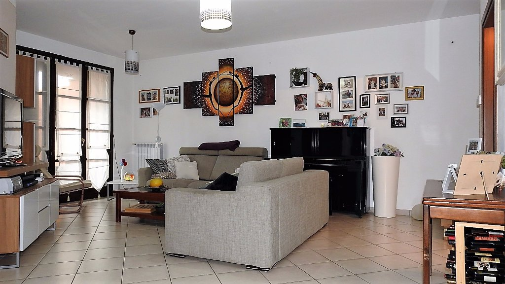 Villa Tri-Quadrifamiliare in vendita a Vicopisano, 6 locali, prezzo € 295.000 | CambioCasa.it