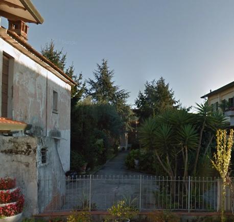 Casa semindipendente in vendita a Marina Di Massa, Massa
