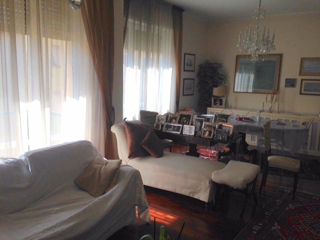 Appartamento in vendita a Livorno, 5 locali, prezzo € 270.000 | CambioCasa.it