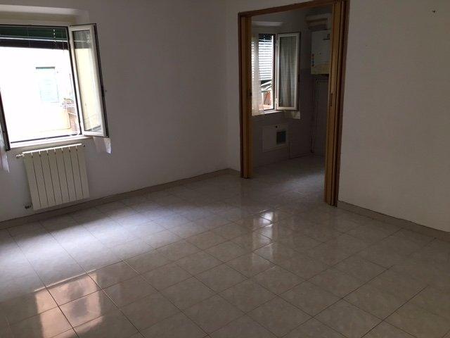 Appartamento in vendita a Pontedera, 4 locali, prezzo € 69.000 | CambioCasa.it