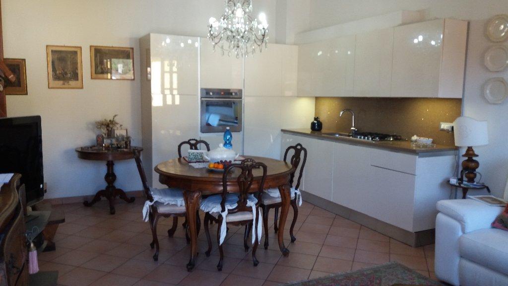 Appartamento in vendita a Monsummano Terme, 4 locali, prezzo € 145.000 | CambioCasa.it