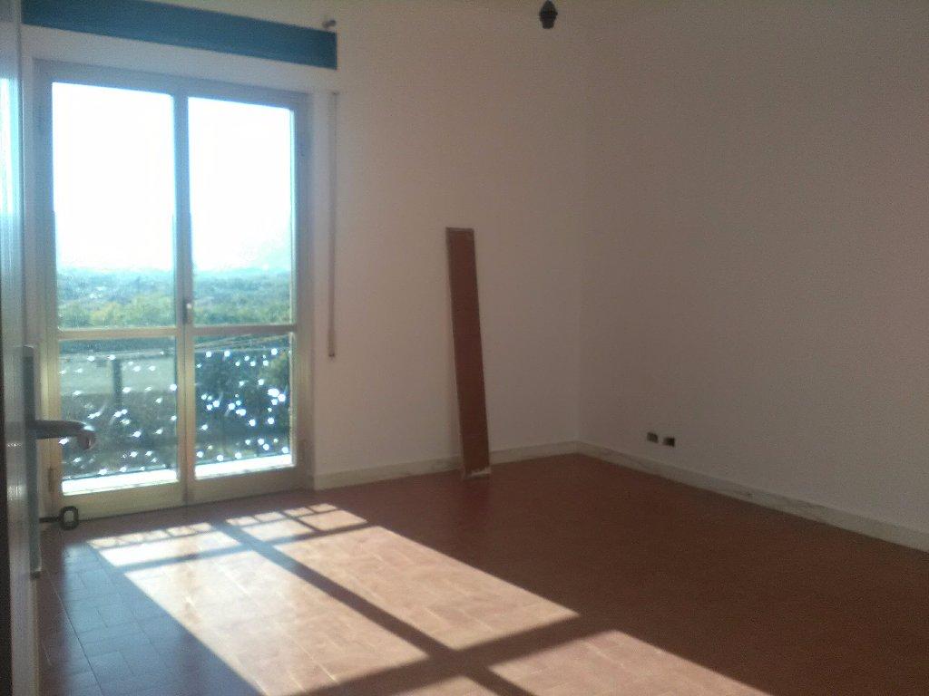 Appartamento in affitto a Ortonovo, 4 locali, prezzo € 550 | CambioCasa.it