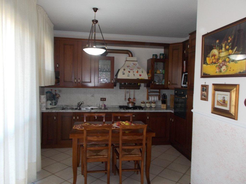 Appartamento in vendita a Crespina Lorenzana, 5 locali, prezzo € 165.000 | CambioCasa.it