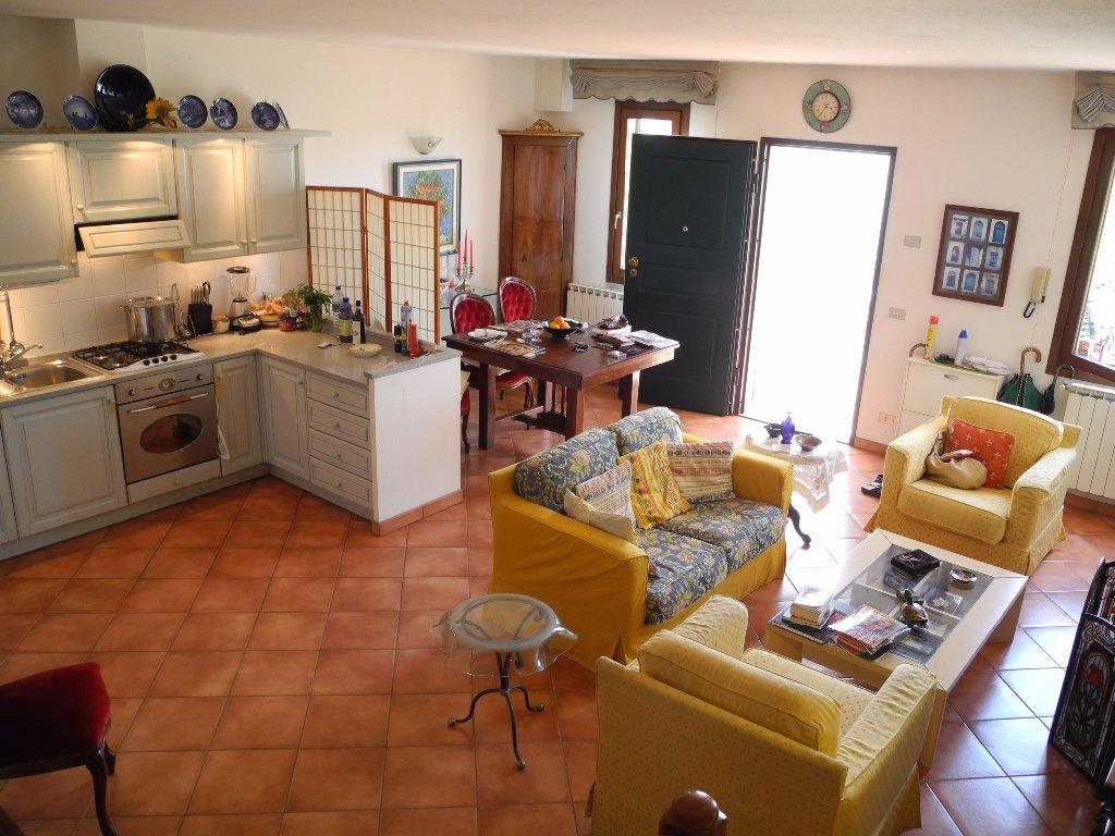 Soluzione Indipendente in vendita a Cerreto Guidi, 5 locali, prezzo € 249.000 | CambioCasa.it