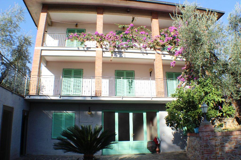 Villa in vendita a Montecarlo, 5 locali, prezzo € 800.000 | CambioCasa.it
