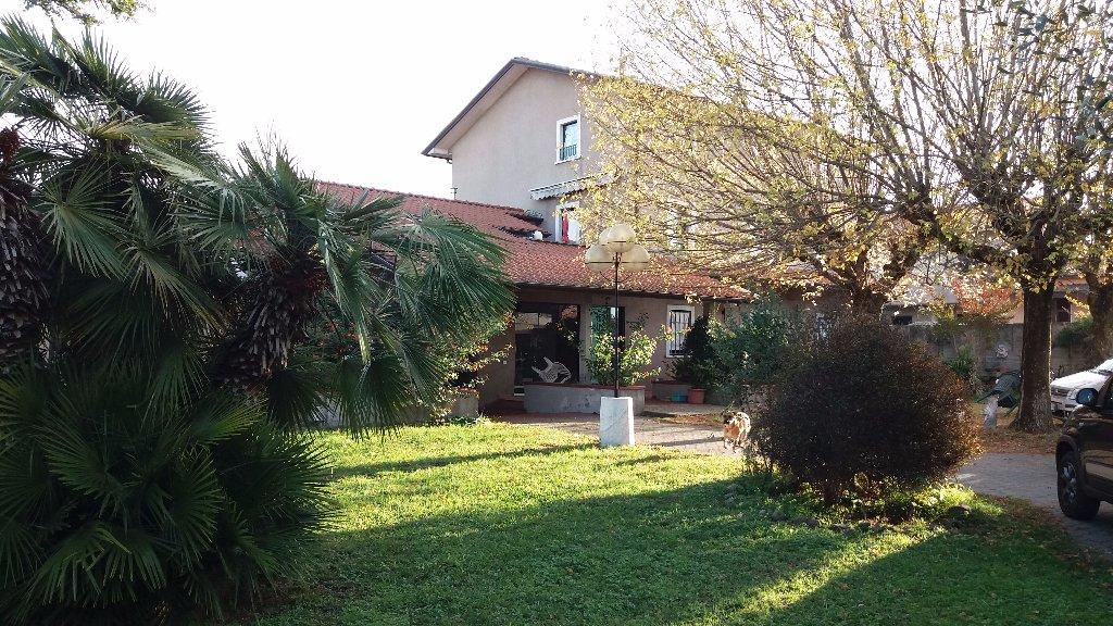 Villa in Vendita a Ortonovo