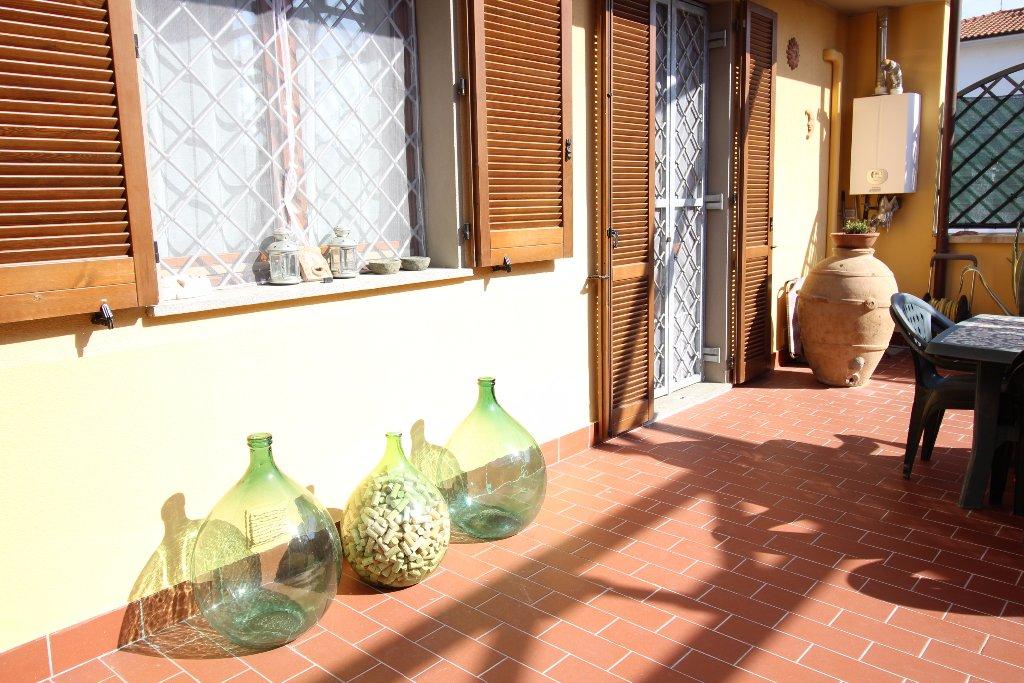 Appartamento in vendita a Calcinaia, 5 locali, prezzo € 168.000 | CambioCasa.it