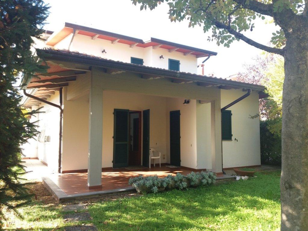 Villa Bifamiliare in vendita a Massa, 5 locali, prezzo € 395.000   CambioCasa.it