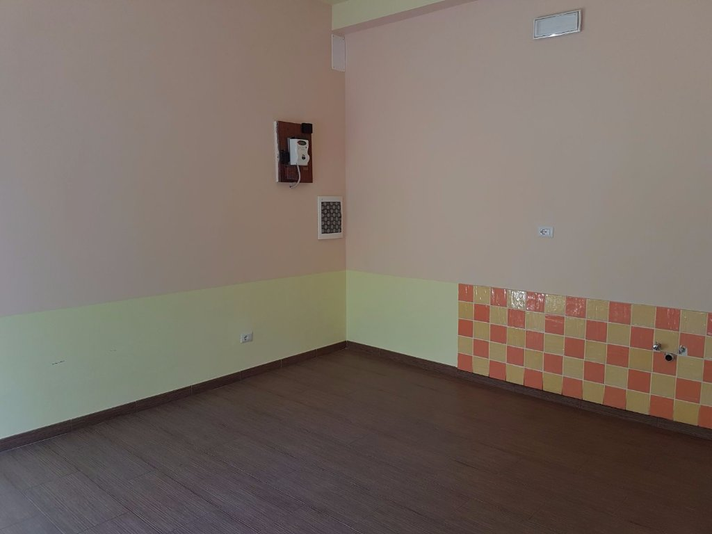 Locale comm.le/Fondo in affitto commerciale a Siena