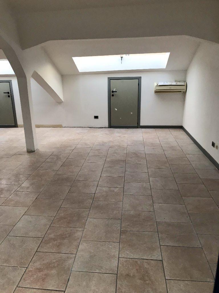 Ufficio / Studio in Affitto a Massa