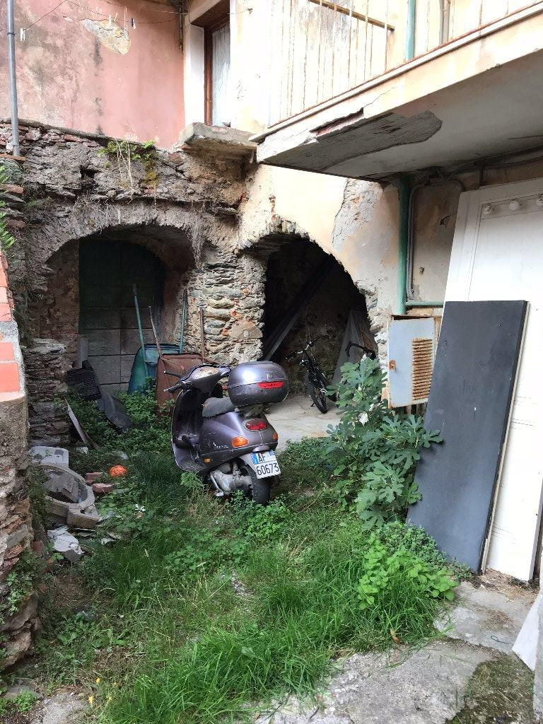 Soluzione Indipendente in vendita a Massa, 6 locali, prezzo € 60.000 | CambioCasa.it
