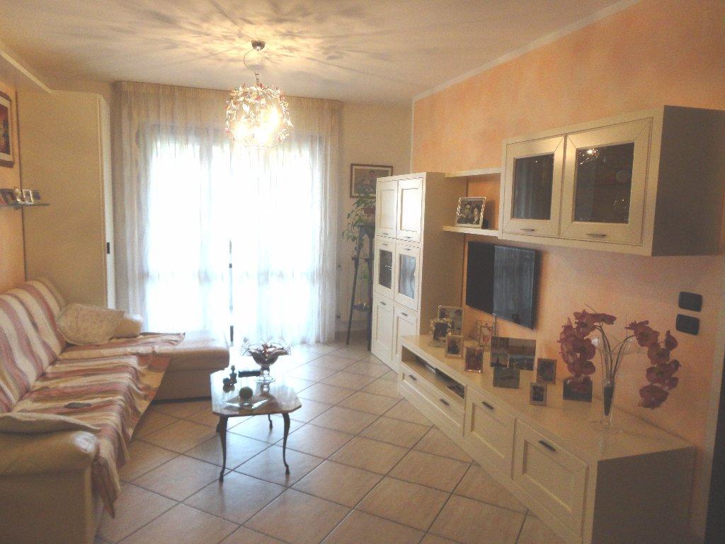 Appartamento in vendita a Carrara, 4 locali, prezzo € 238.000 | CambioCasa.it