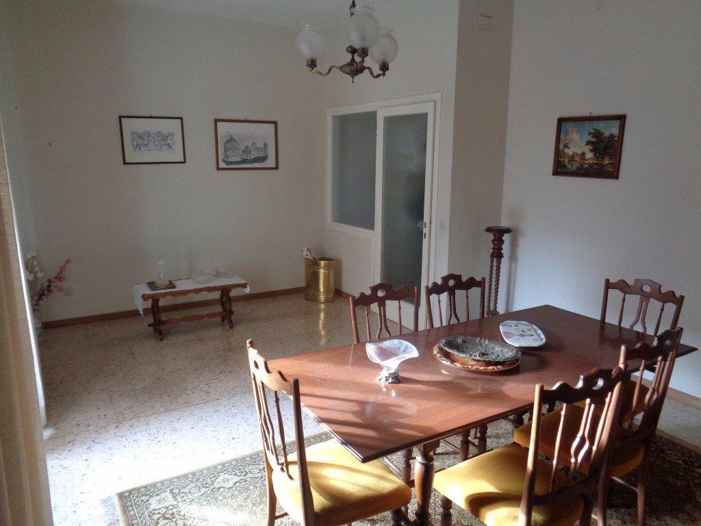 Appartamento in vendita a Pontedera, 5 locali, prezzo € 140.000   CambioCasa.it