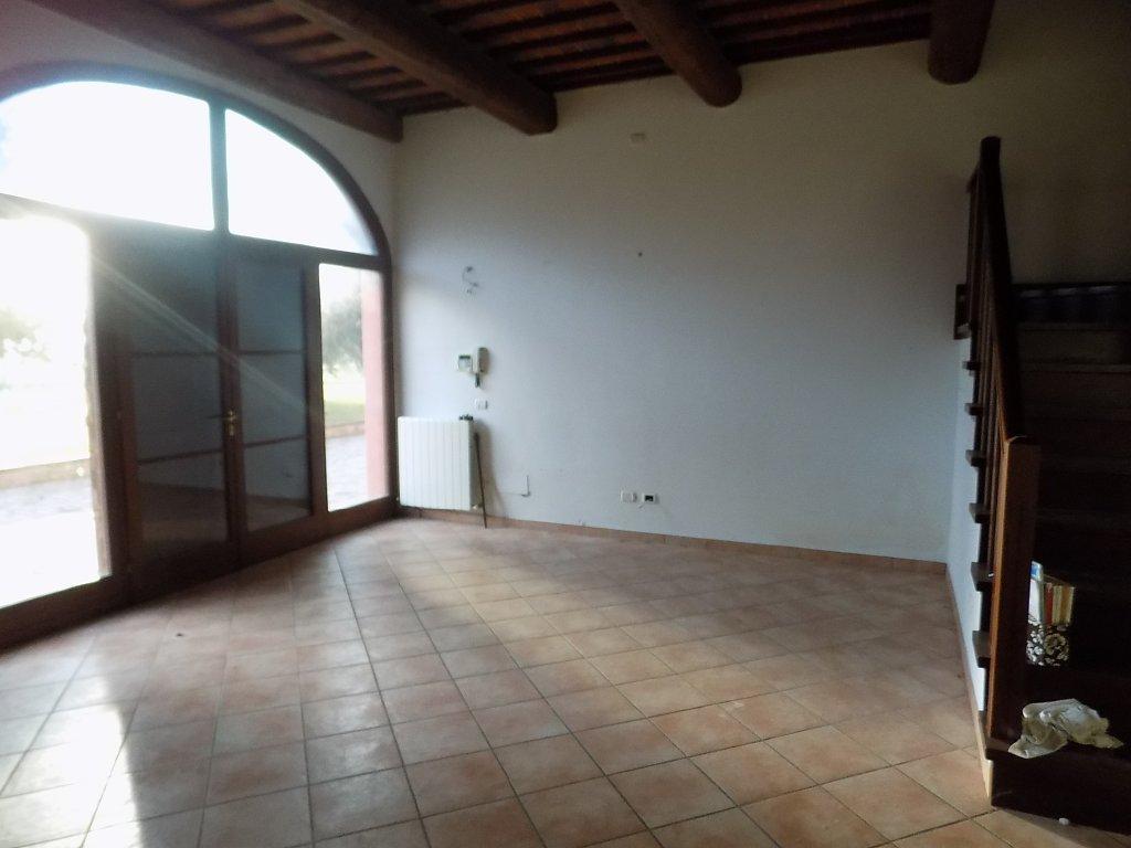 Soluzione Indipendente in affitto a San Giuliano Terme, 5 locali, prezzo € 850   CambioCasa.it