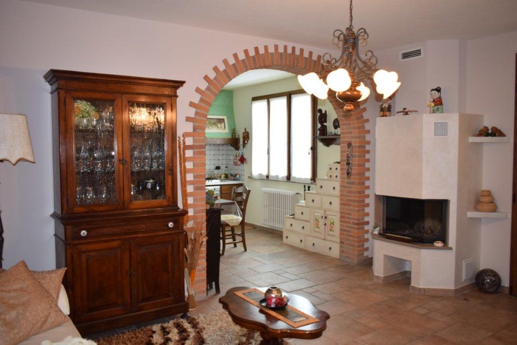 Soluzione Indipendente in vendita a Santa Maria a Monte, 7 locali, Trattative riservate | CambioCasa.it