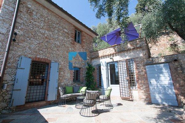 Rustico / Casale in vendita a Pietrasanta, 3 locali, prezzo € 530.000 | CambioCasa.it