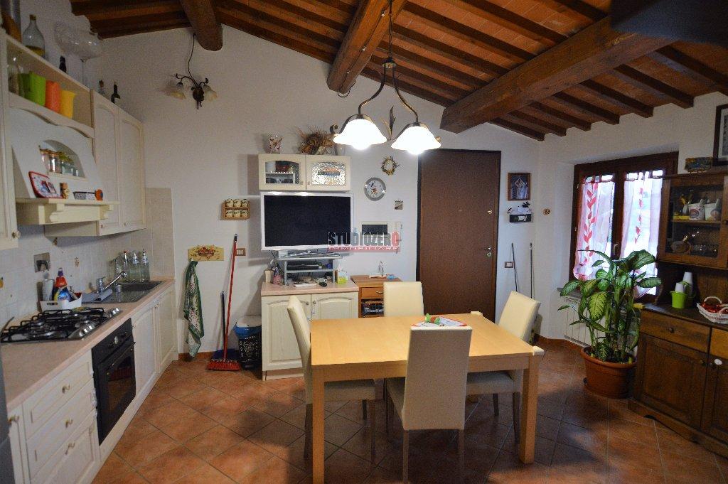 Appartamento in vendita a Uzzano, 5 locali, prezzo € 118.000 | CambioCasa.it