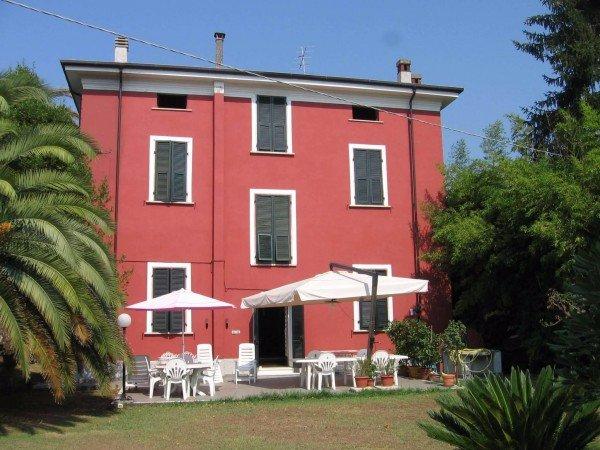 Villa in vendita a Carrara, 12 locali, prezzo € 1 | CambioCasa.it