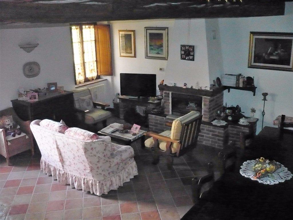 Rustico / Casale in vendita a Colle di Val d'Elsa, 7 locali, prezzo € 430.000 | CambioCasa.it