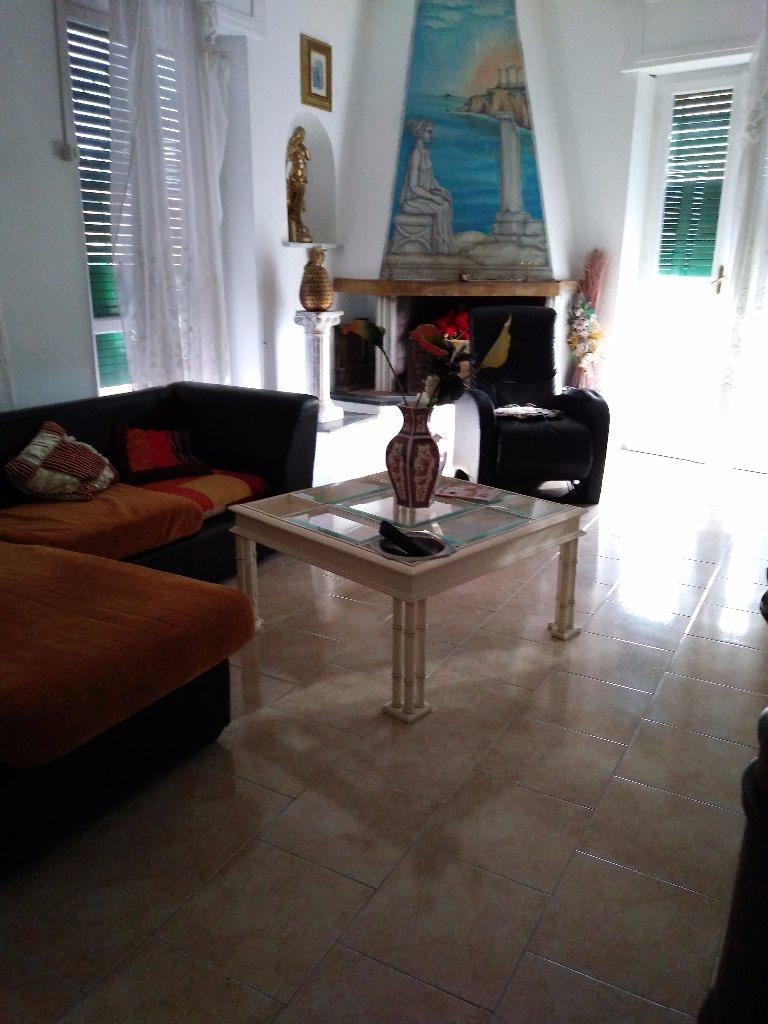 Appartamento in affitto a Carrara, 6 locali, prezzo € 1.200 | CambioCasa.it