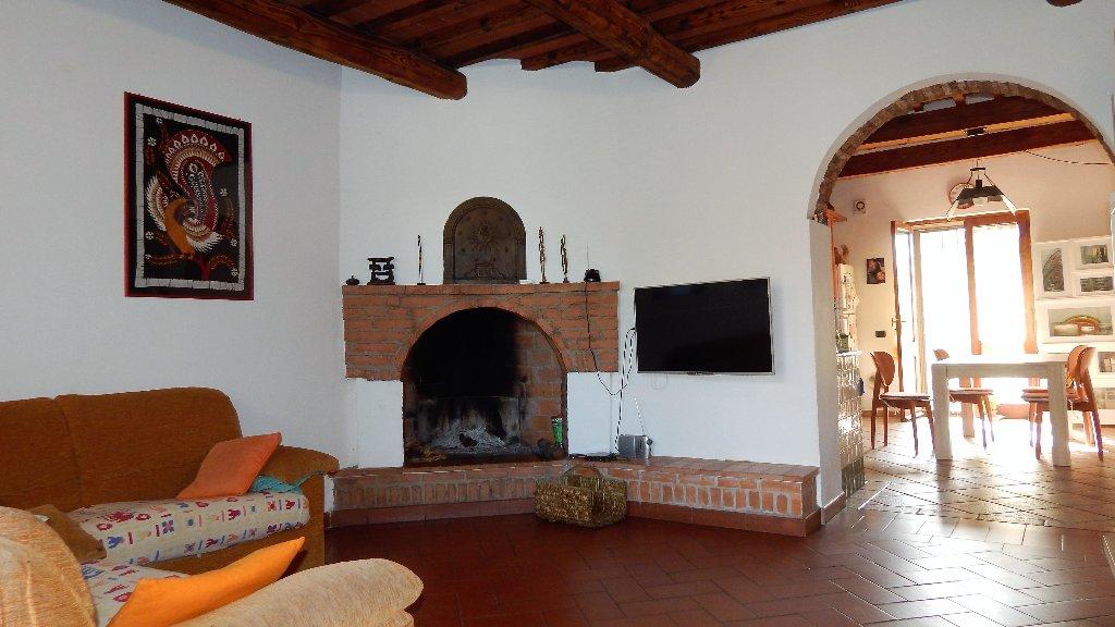Appartamento in vendita a Vicopisano, 5 locali, prezzo € 180.000 | CambioCasa.it