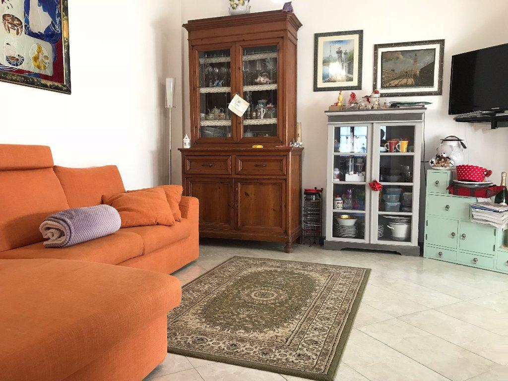 Appartamento in vendita a Calcinaia, 5 locali, prezzo € 160.000 | CambioCasa.it