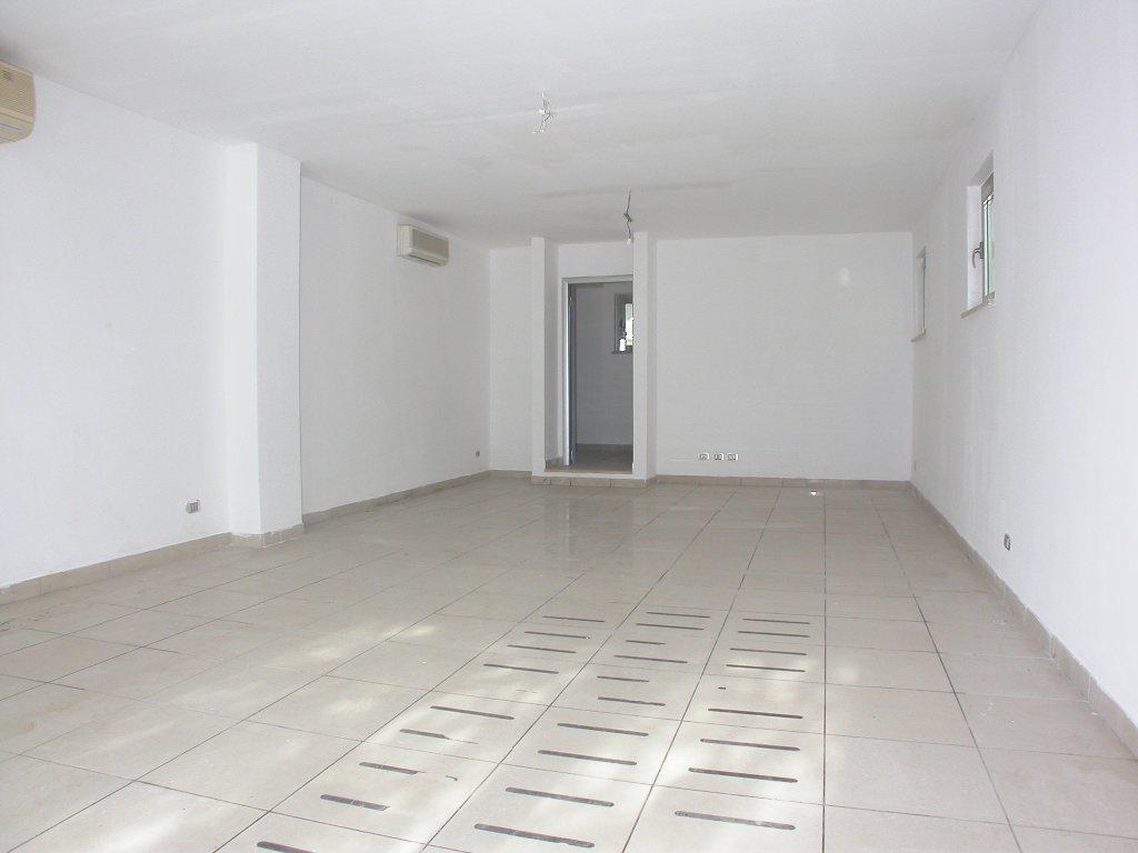 Negozio / Locale in affitto a Camaiore, 1 locali, prezzo € 900 | CambioCasa.it