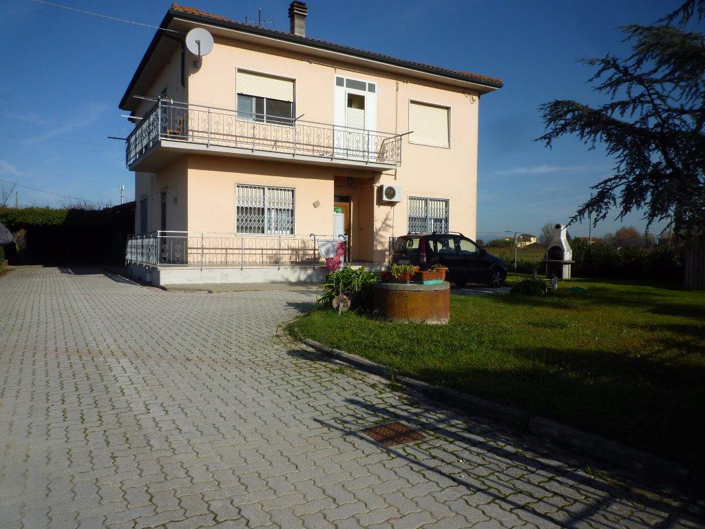Soluzione Indipendente in vendita a Castelfranco di Sotto, 9 locali, prezzo € 350.000   CambioCasa.it