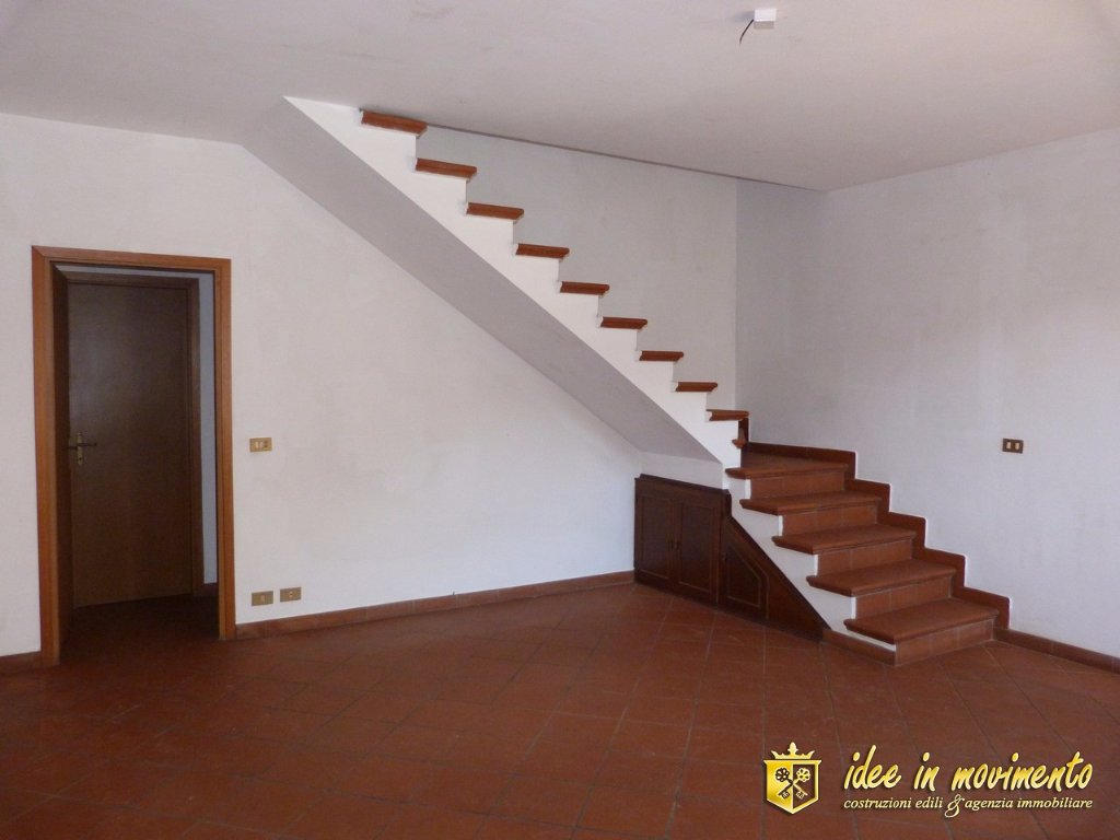 Terraced house for rent in Massa