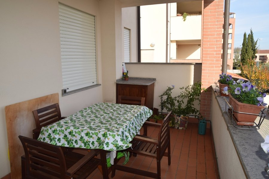 Appartamento in vendita a Pontedera, 4 locali, prezzo € 160.000   CambioCasa.it