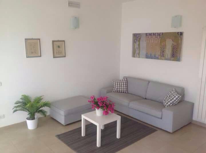 Soluzione Semindipendente in Affitto a Carrara