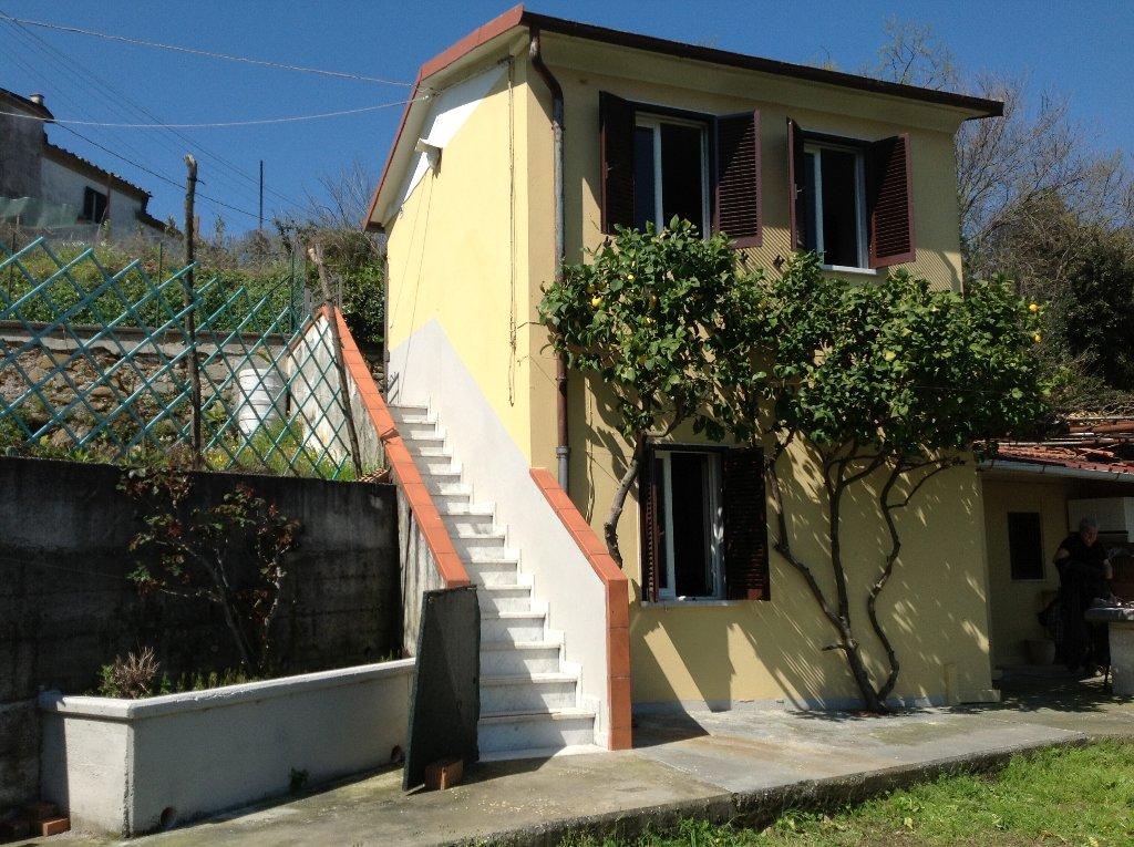 Soluzione Indipendente in vendita a Carrara, 3 locali, prezzo € 85.000 | CambioCasa.it