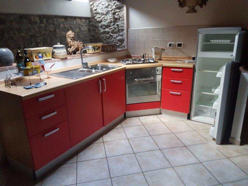 Appartamento in affitto a Carrara, 2 locali, prezzo € 450 | CambioCasa.it