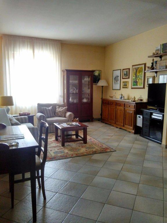 Appartamento in vendita a Colle di Val d'Elsa, 4 locali, prezzo € 175.000 | CambioCasa.it