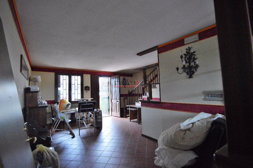 Villa a Schiera in Vendita a Massa e Cozzile
