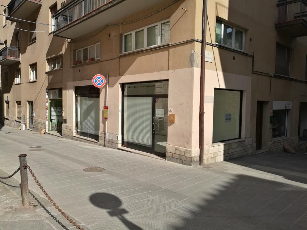 Locale comm.le/Fondo in affitto commerciale, rif. 317