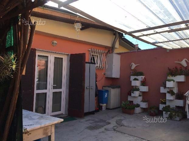Appartamento in affitto a Carrara, 2 locali, prezzo € 500 | CambioCasa.it
