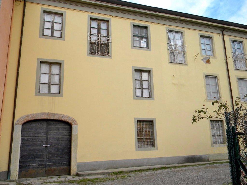 Rustico / Casale in vendita a Lucca, 8 locali, prezzo € 130.000 | CambioCasa.it