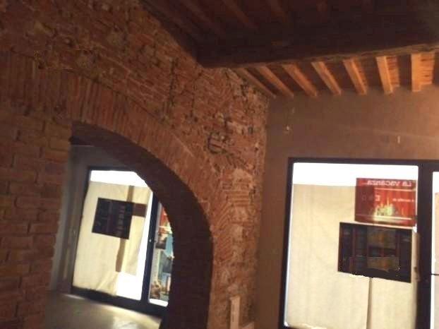 Negozio / Locale in affitto a Calcinaia, 2 locali, prezzo € 500 | CambioCasa.it