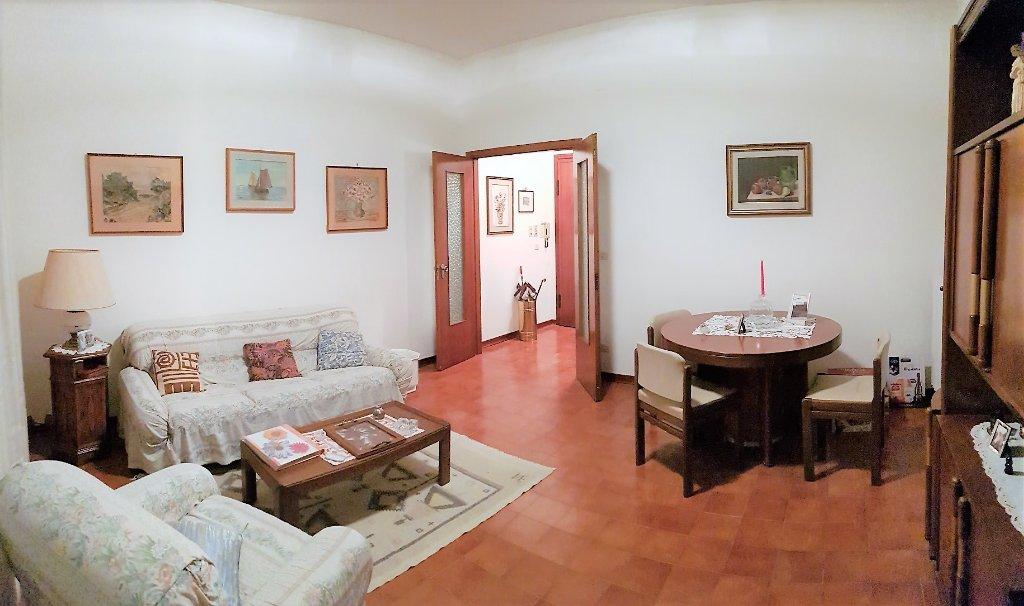 Appartamento in vendita a Pontedera, 5 locali, prezzo € 159.000 | CambioCasa.it