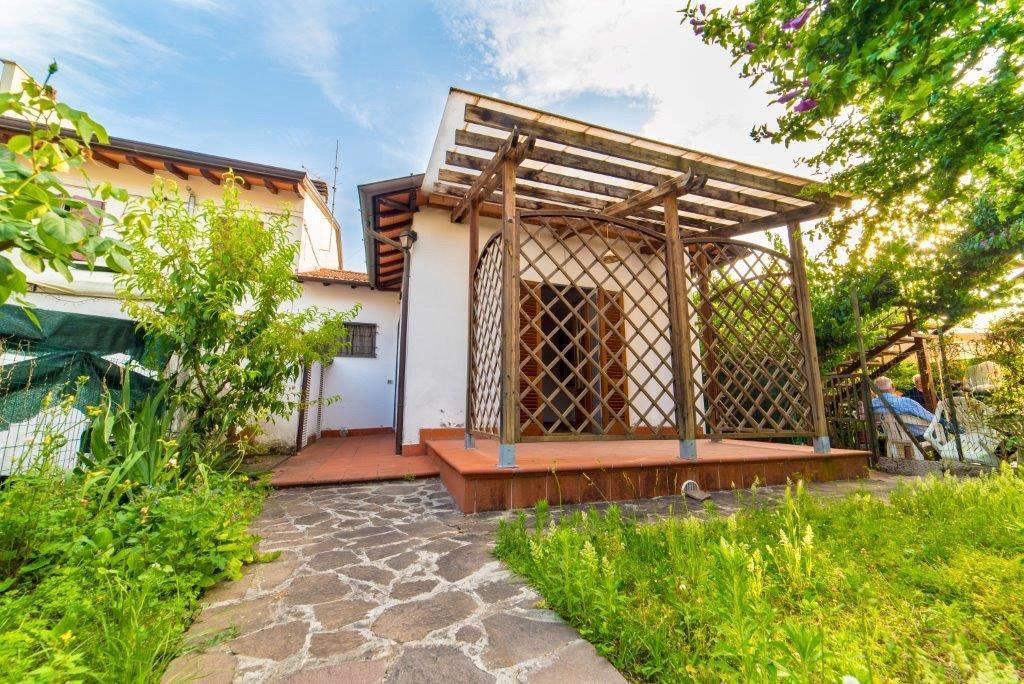 Casa semindipendente in vendita, rif. LOG-163