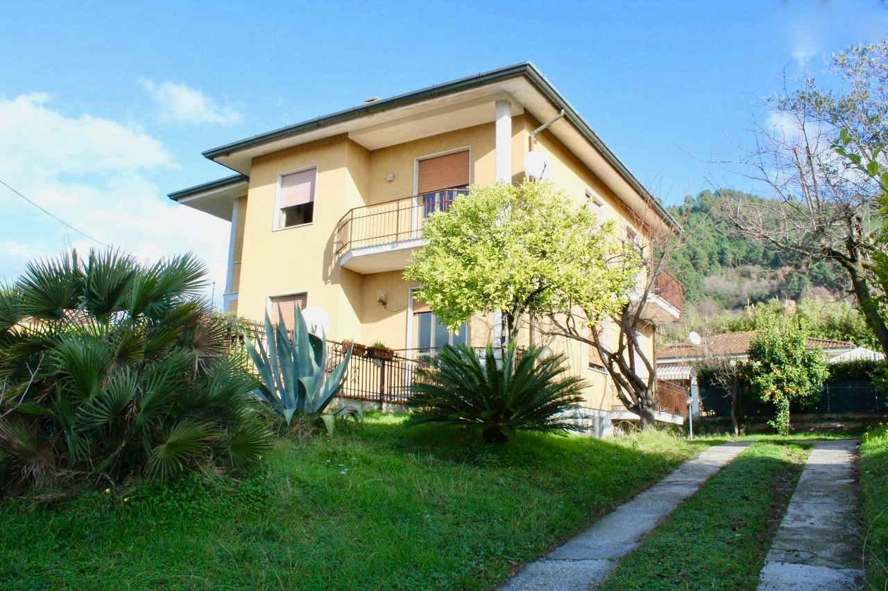 Villetta bifamiliare/Duplex in vendita, rif. LOG-173