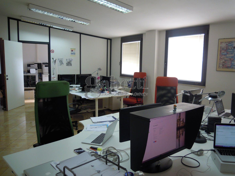 Ufficio in affitto commerciale a Pisa
