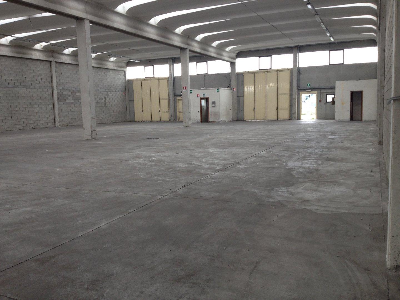 Capannone industriale in affitto commerciale a Massa e Cozzile (PT)